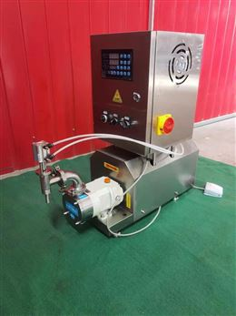 伺服转子泵灌装机