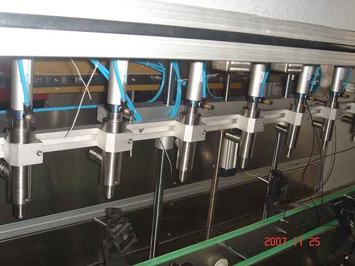 全自动食用油灌装机细节图